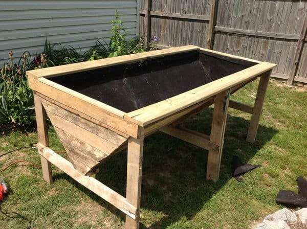 Pallet Board Raised Bed