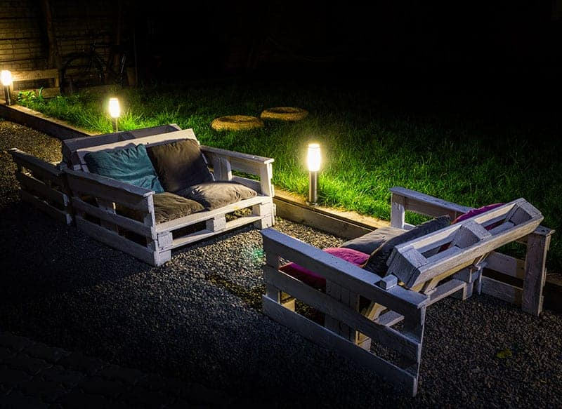 DIY Pallet Couch For a Night Garden